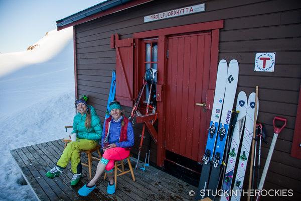 Christy Mahonand Anda Smalls at Trollfjordhytte