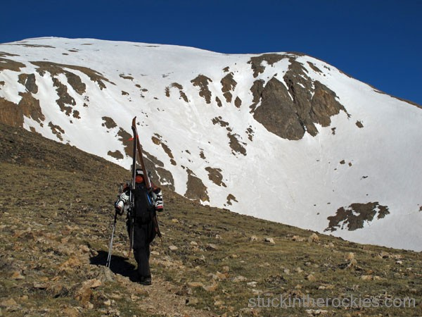 Hiking the dry trail. Some old tracks can be seen in the couloirs.