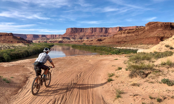 The WHite Rim along the Green River